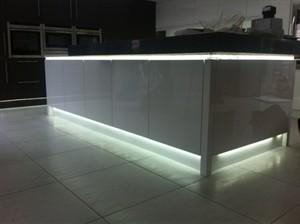 LED lábazati világítás a konyhában - Díszléc és LED lámpa Webáruház