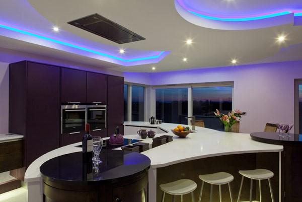 Konyha dizájn álmennyezettel és RGB világítással - Díszléc és LED ...