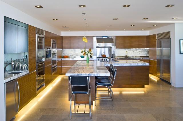 Modern konyhabútorok lábazatvilágítással - Díszléc és LED lámpa ...
