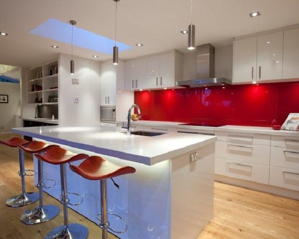 Színfolt a konyhában - üveg hátfal panelek - Díszléc és LED lámpa ...