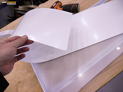 Első műanyag réteg a LED panel fényvisszaveréséhez