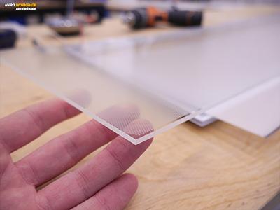 Méhsejtrácsos plexi diffuzor a led panel belső felépítése