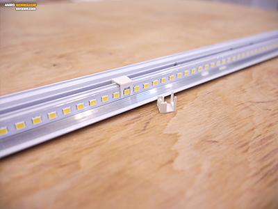 Műanyag távtartó a LED panel chipjeihez