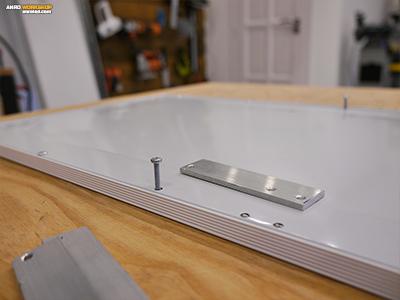 Ismét a 20x3 mm-es lapos alumínium profilból, ám most 3 mm-es csavarokkal fogunk dolgozni.