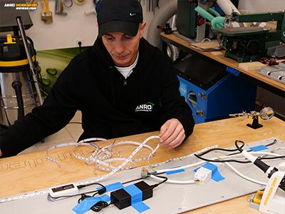 Az RGB LED szalagot akár a LED panl hátoldalára is ragaszthatjuk.