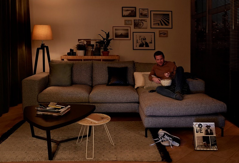 Hangulatfokozó nappali LED világítás: a klasszikus stílusú állólámpák is lehetnek LED-es fényforrások