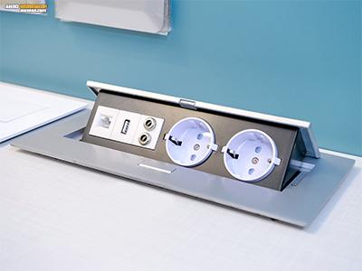 Négyzet - téglalap alakú rejtett elosztó, asztalba, asztallapba süllyeszthető. USB és audio kimenet. Felnyitható.