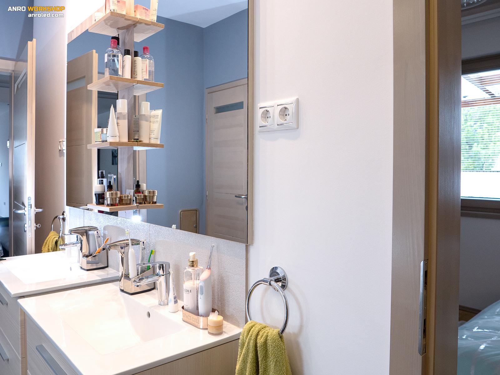 Vizes helyiségekben tegyük magasra a konnektorokat, illetve a fürdőszobában csináljun minél nagyobb fényt!