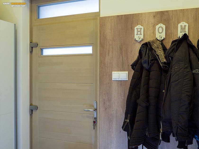 >A bejárati ajtóhoz tegyünk két kapcsolót legalább: ami a külső és ami a belső világítást kapcsolja.