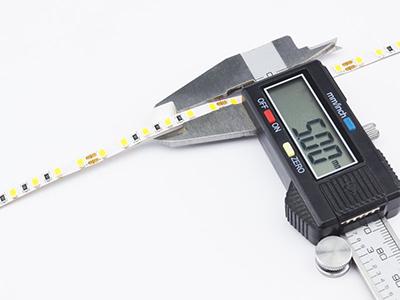 5 mm széles LED szalag - a tolómérő is ezt mutatja miliméterben.