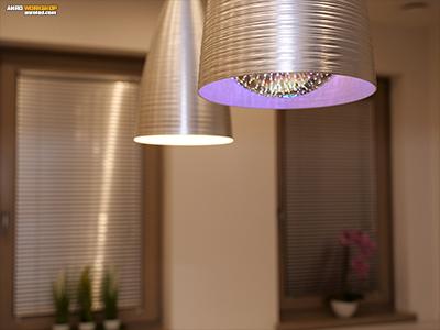 Így díszíti a lámpa a nappalit használat közben.