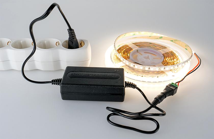 LED adapter a LED szalag egyszerű szereléséhez