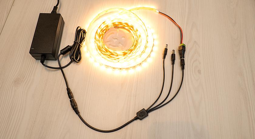 LED tápegység és LED adapter kimeneteinek elosztása az egyszerű LED szalag szereléshez
