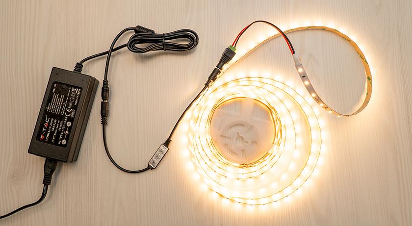 LED szalag vezérlő DC csatlakozóval