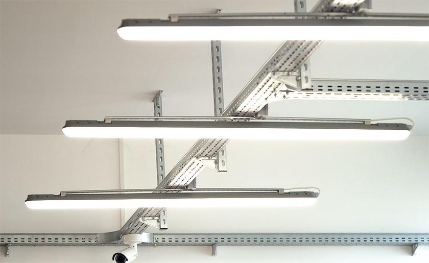 Műhely világítás por és páramentes LED lámpatestekkel