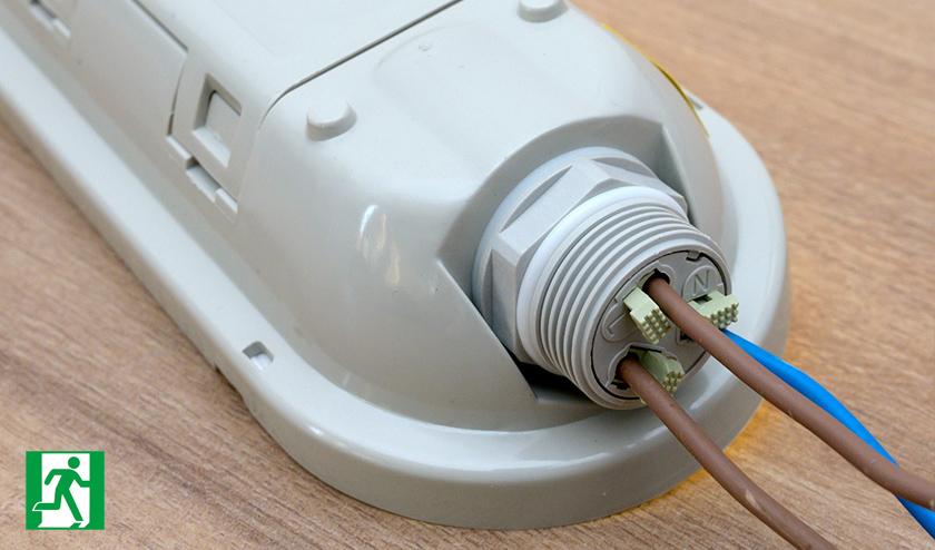 Vészvilágító por és páramentes LED lámpatestek elekrtomos csatlakoztatása