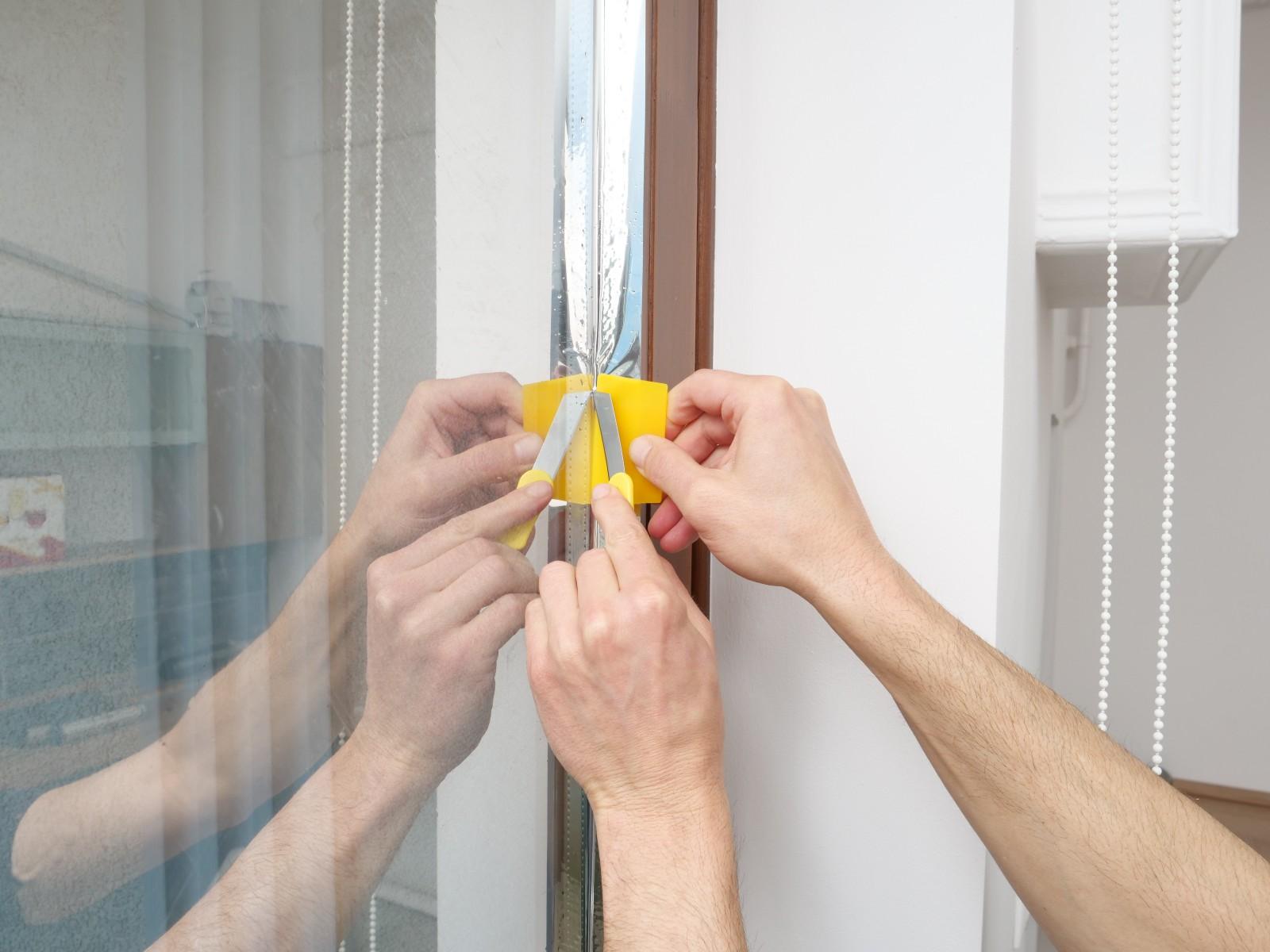 A felesleges részeket le kell vágni. A csomagban lévő simító és szike páros ez esetben is praktikusan használható!