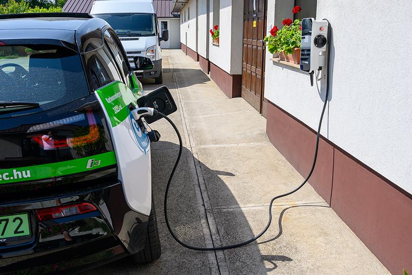 Elektromos autó töltő az alkalmazottak részére is!