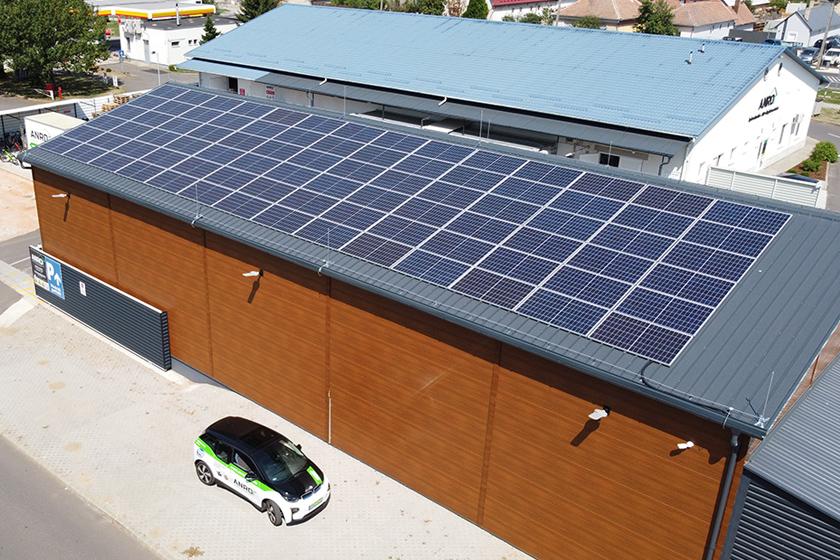 35 kWp teljesítményű napelem az Almássy utcán