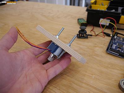 5-ös csavarral rögzített léptetőmotor, biztosan el fogja bírni a LED panelt?