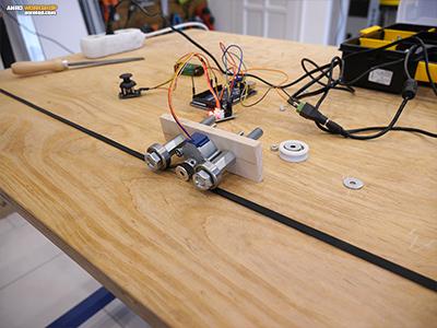 Az elkészült mozgató kocsi. Akár egy CNC-n egy léptető motor fogja mozgatni mennyezetre szerelt LED panelünket.