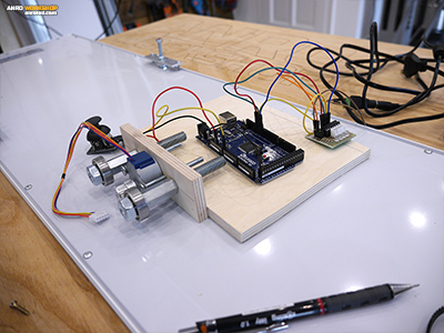 Egy Arduino mikrokontroller segítségével végezzük LED világításunk mozgatását.