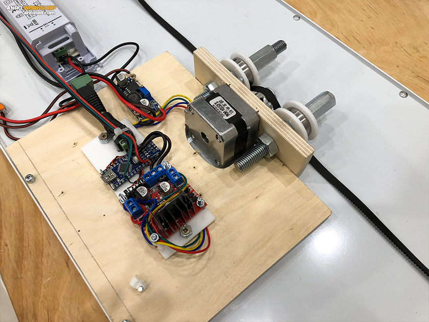 Az új léptetőmotor, az új motorvezérlő, Arduino Nano, step down konverter és a LED panel a mozgatható LED világításhoz