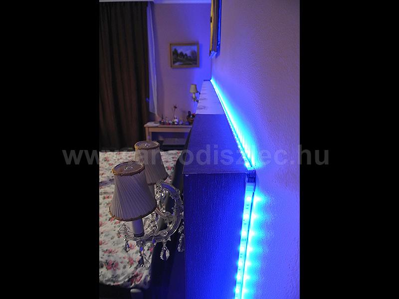 Háttámlára rögzített színváltós RGB LED csík, a színpompás hálószobához