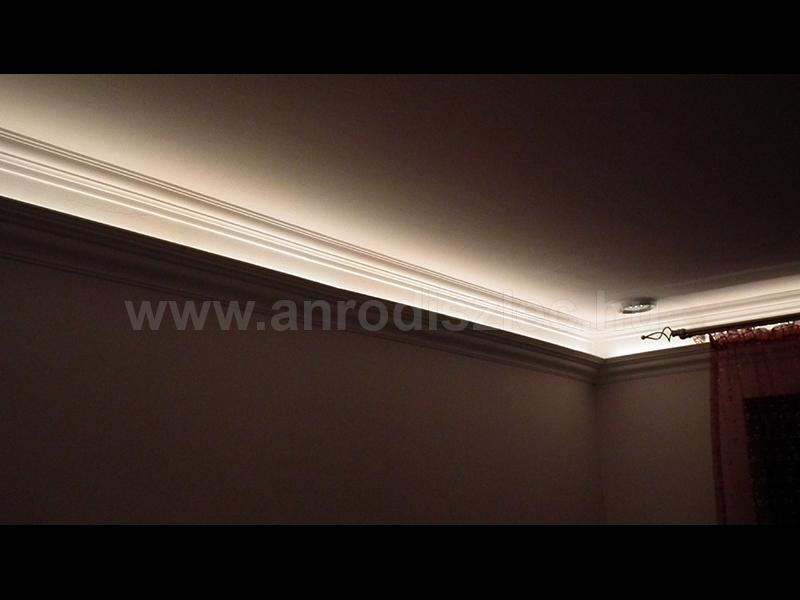De rejtett világítás díszlécben is alkalmazhatjuk a led sorokat.