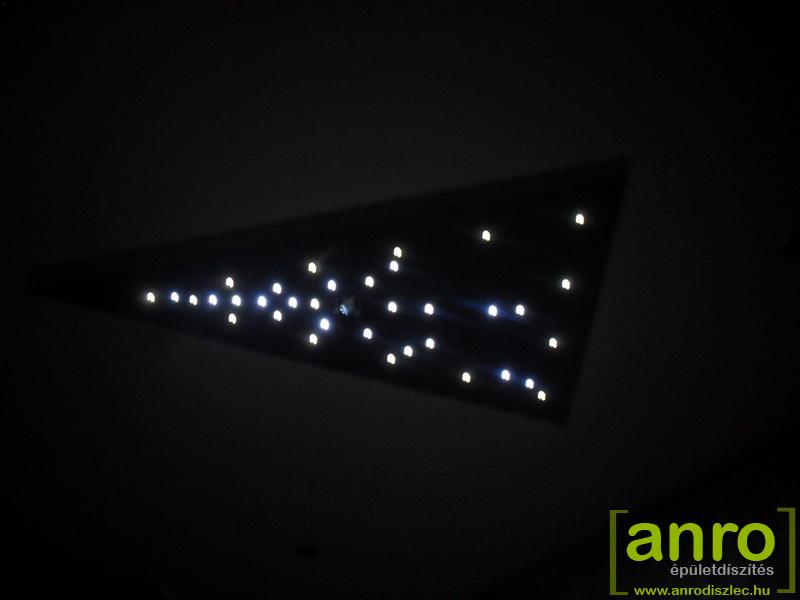 Gipszkarton háromszögbe épített Oyo LED csillagfények