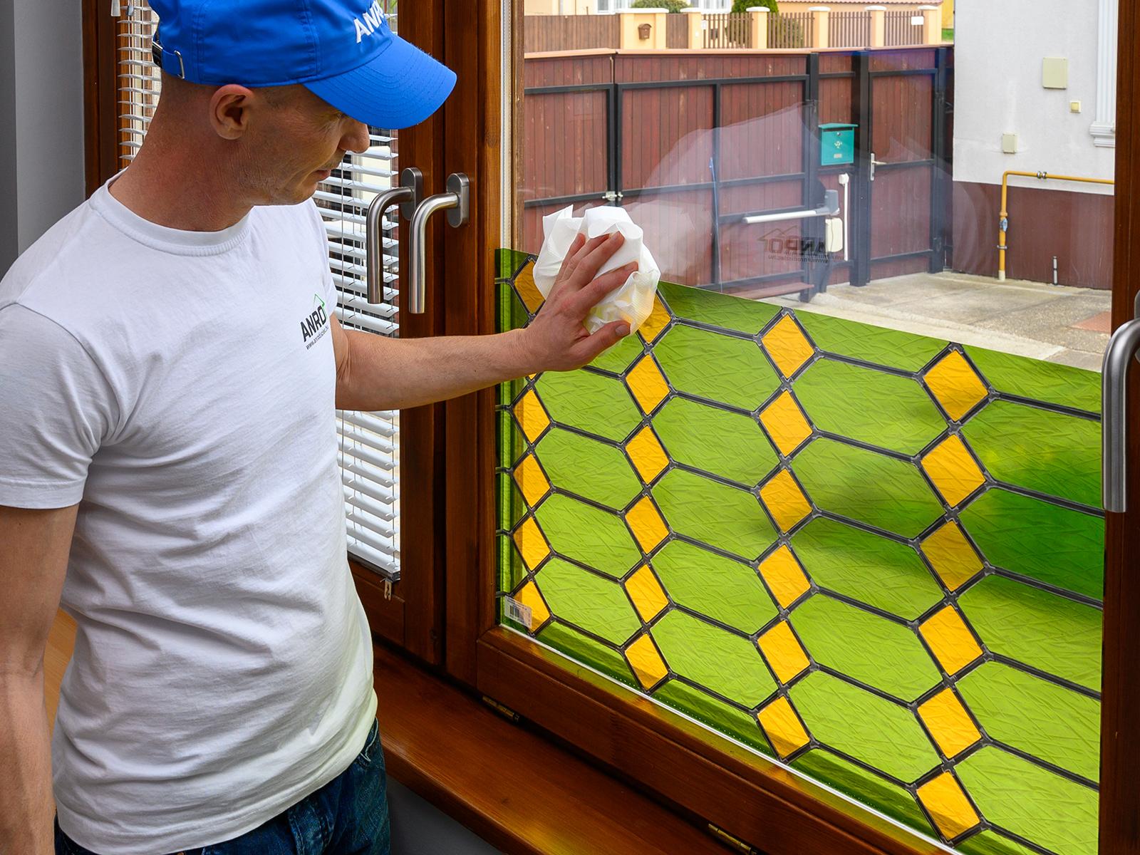 A reneszánsz mozaik fantázianevű fólia kifejezetten felidézi a színes templomüvegek és díszes ólomüveg ablakok látványát!