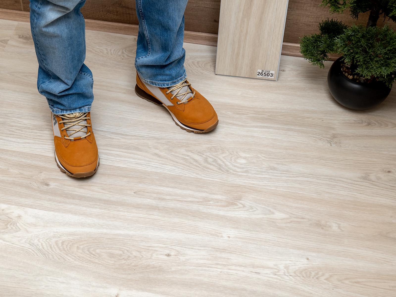 A laminált parketta kedvelt padlóburkoló a családi házakban, üzletekben, irodákban egyaránt.
