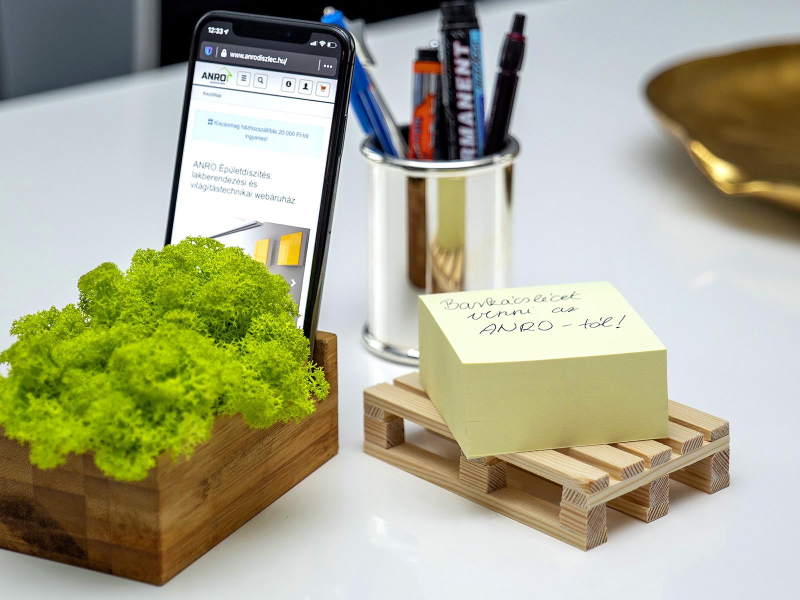 Mini raklap is készíthető a fenyő barkácslécekből!