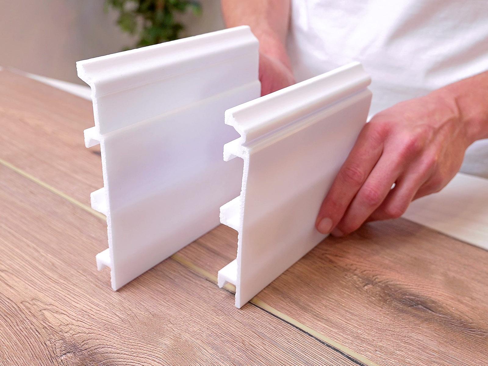 Fehér szegélyléc parkettához akár 13-15 cm magas kivitelben.
