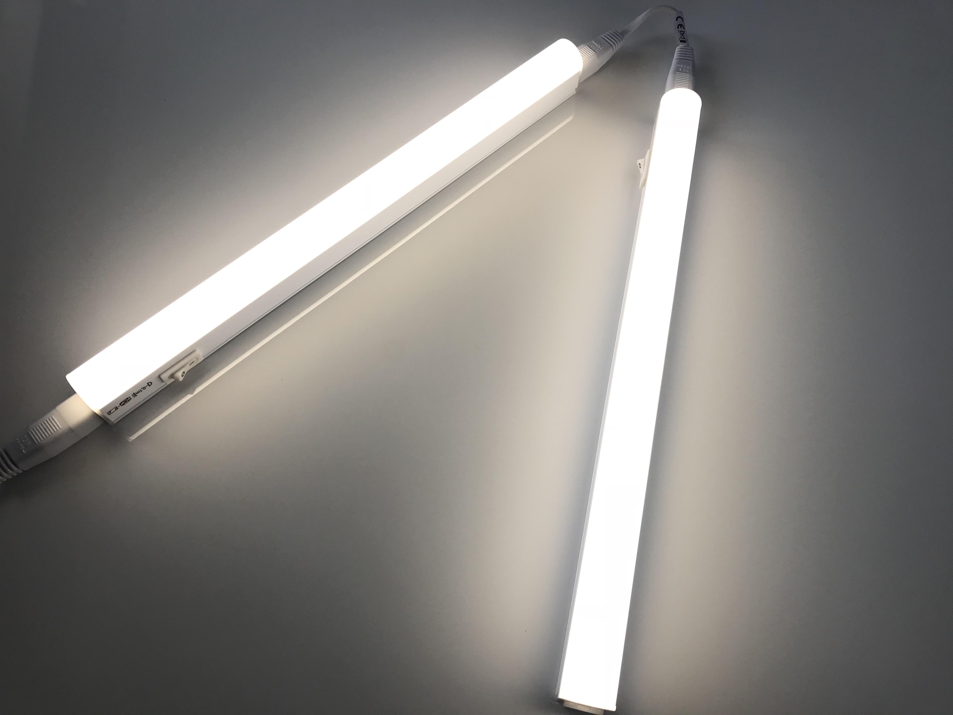 Összekapcsolhatok két lámpát egy kapcsolóval