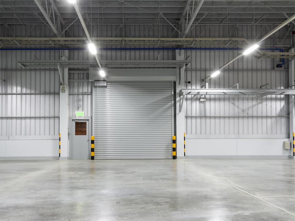 Fénycsöves lámpák ledesítve - műhely és raktár világítás