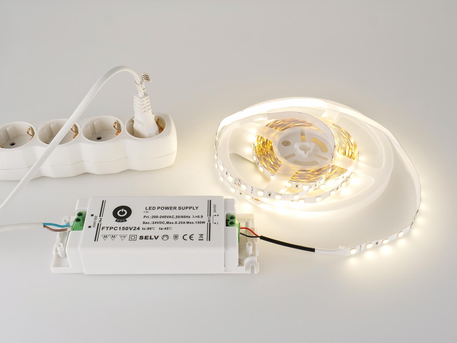 Beépítés előtti tesztüzemben a 24 Voltos LED szalag és a LED trafó