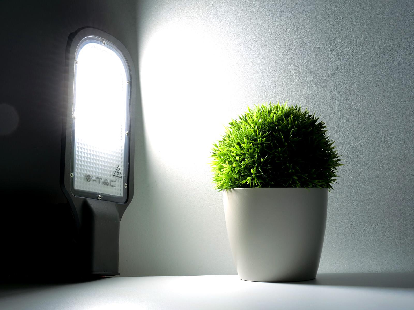 https://www.anrodiszlec.hu/images/img_maxi/vtac-utcai-led-lampa-st-30watt-hideg-feher-samsung-sku538-8.jpg