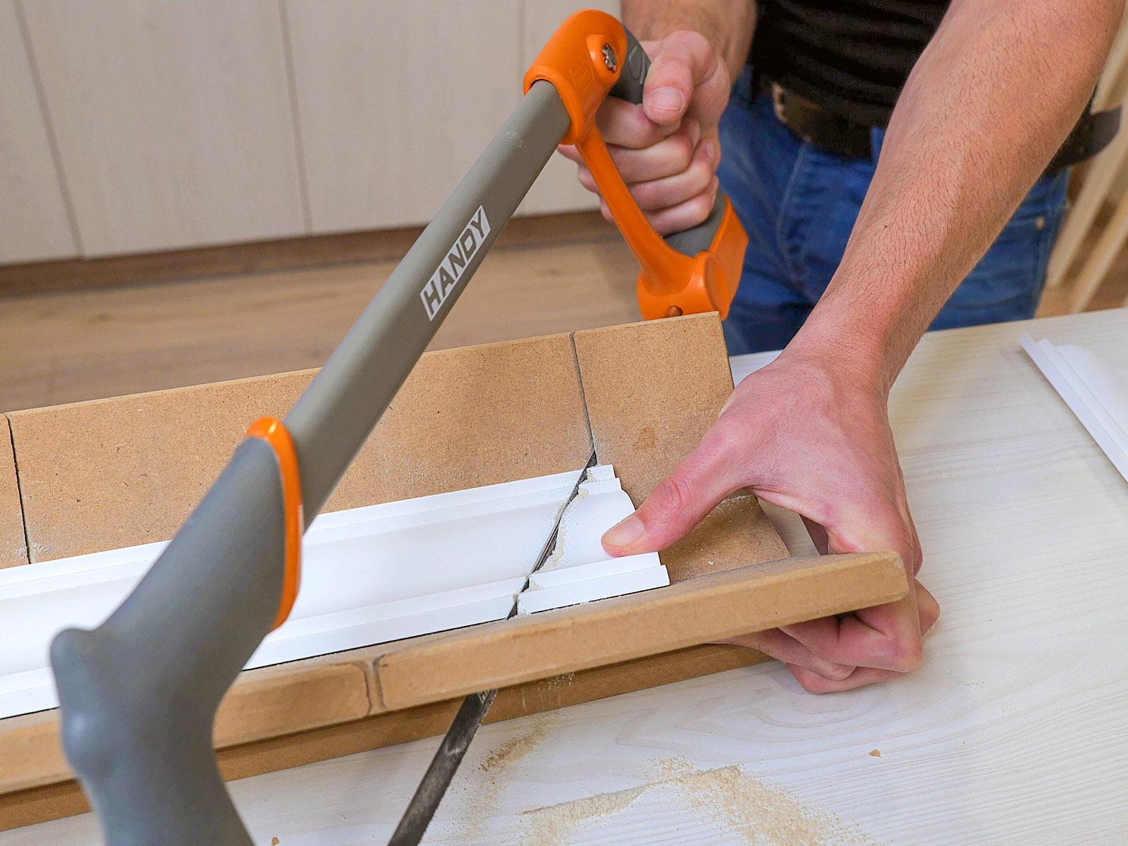 Gérvágó ládában kézi fűrésszel is könnyen méretre vágható