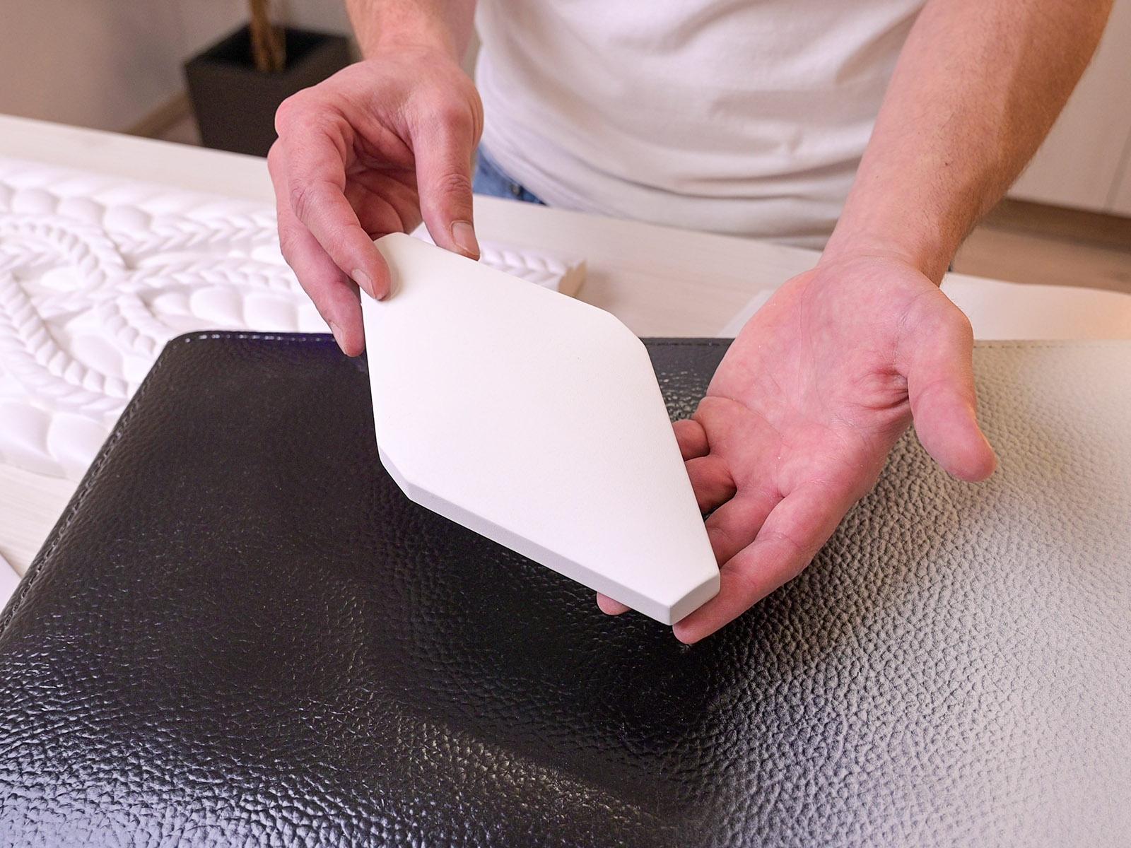 Fehér színű alapozóval kezelt poliuretán díszítőelemek