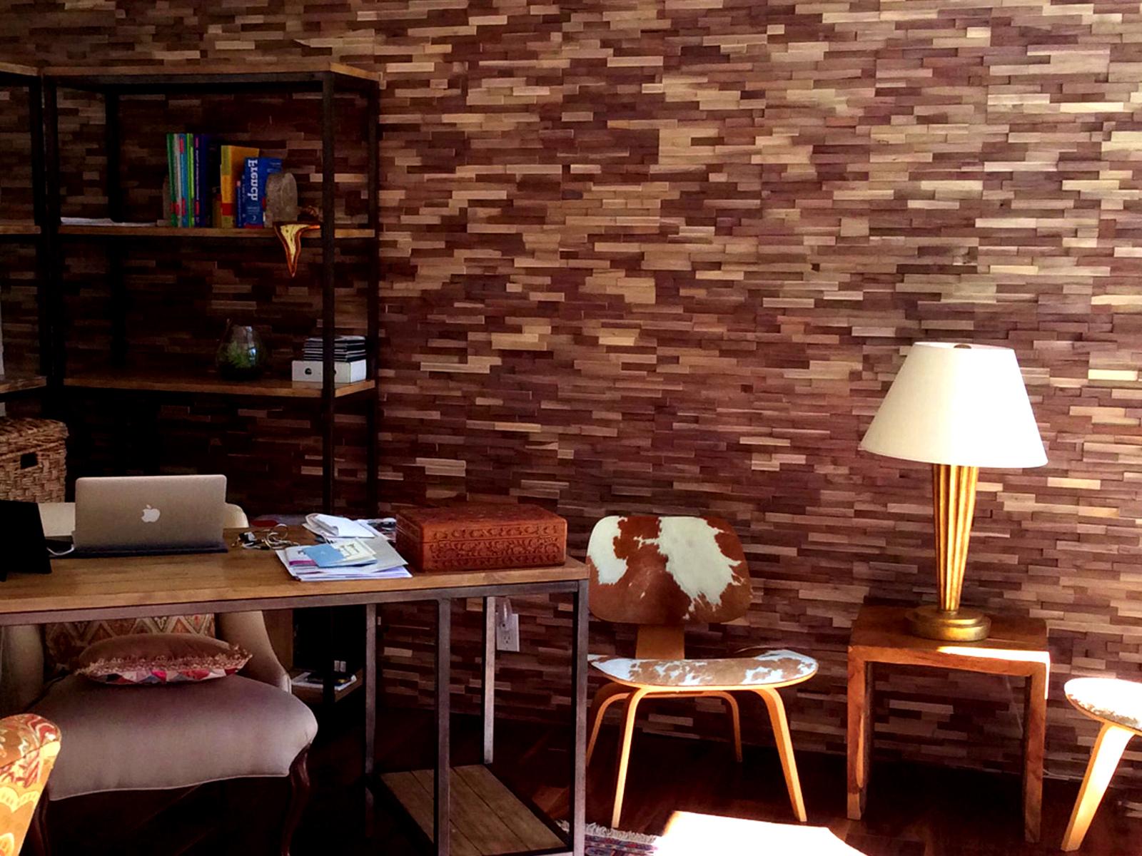 3D fa falburkolat egy otthoni irodában