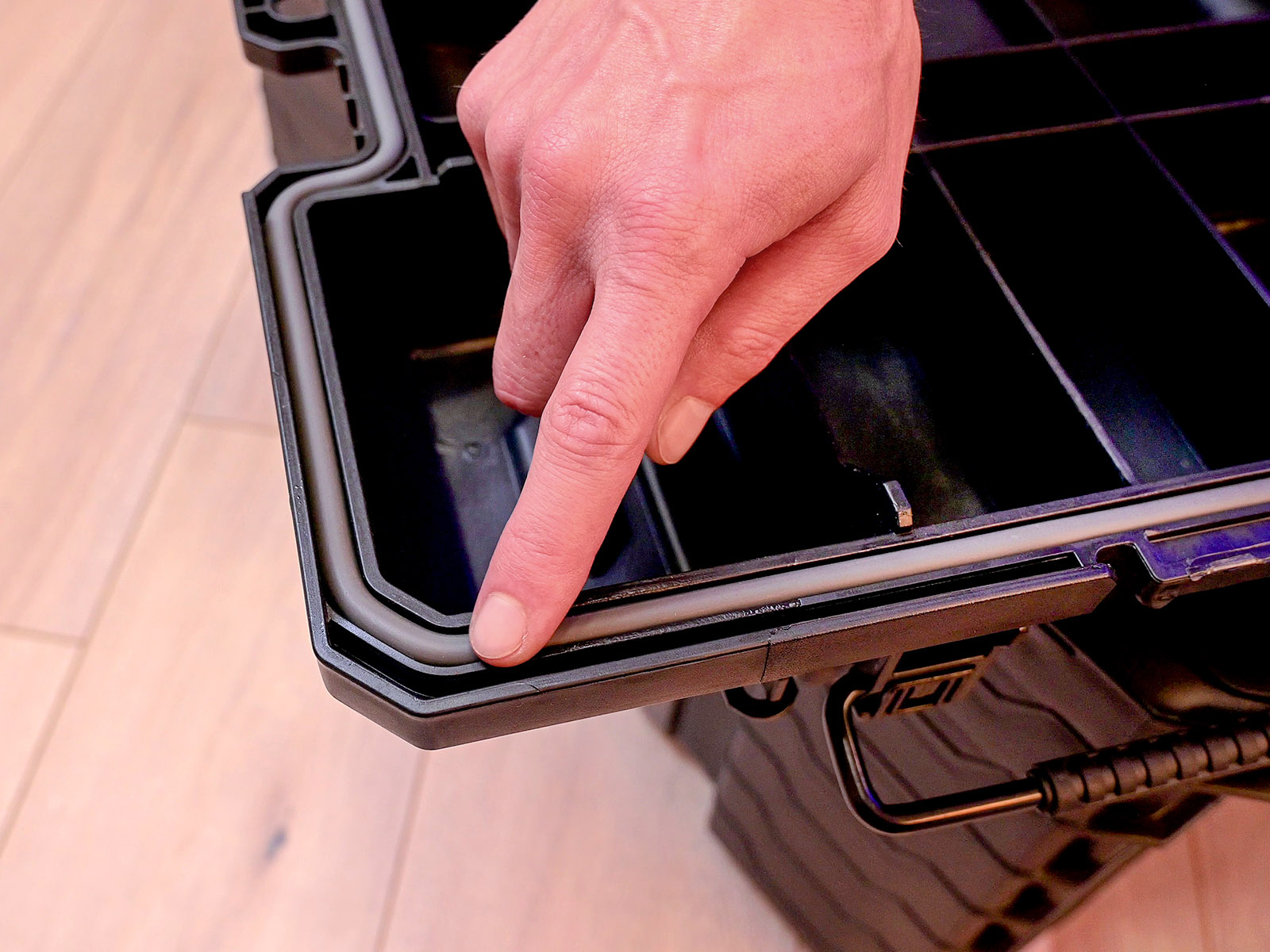 Beépített gumitömítés a por- és a pára bejutása ellen