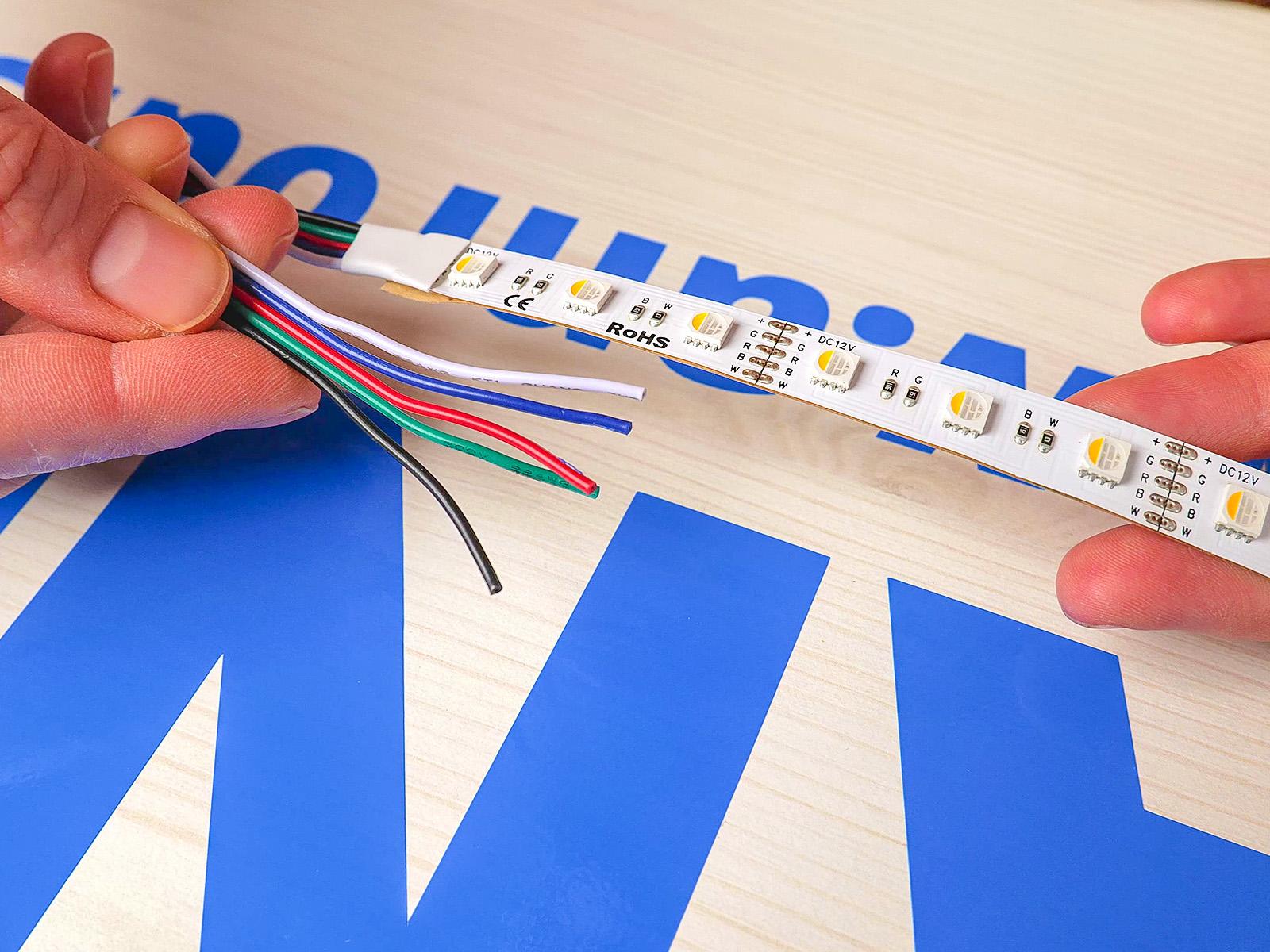 RGB szalag 4 eres bekötővezetékkel.