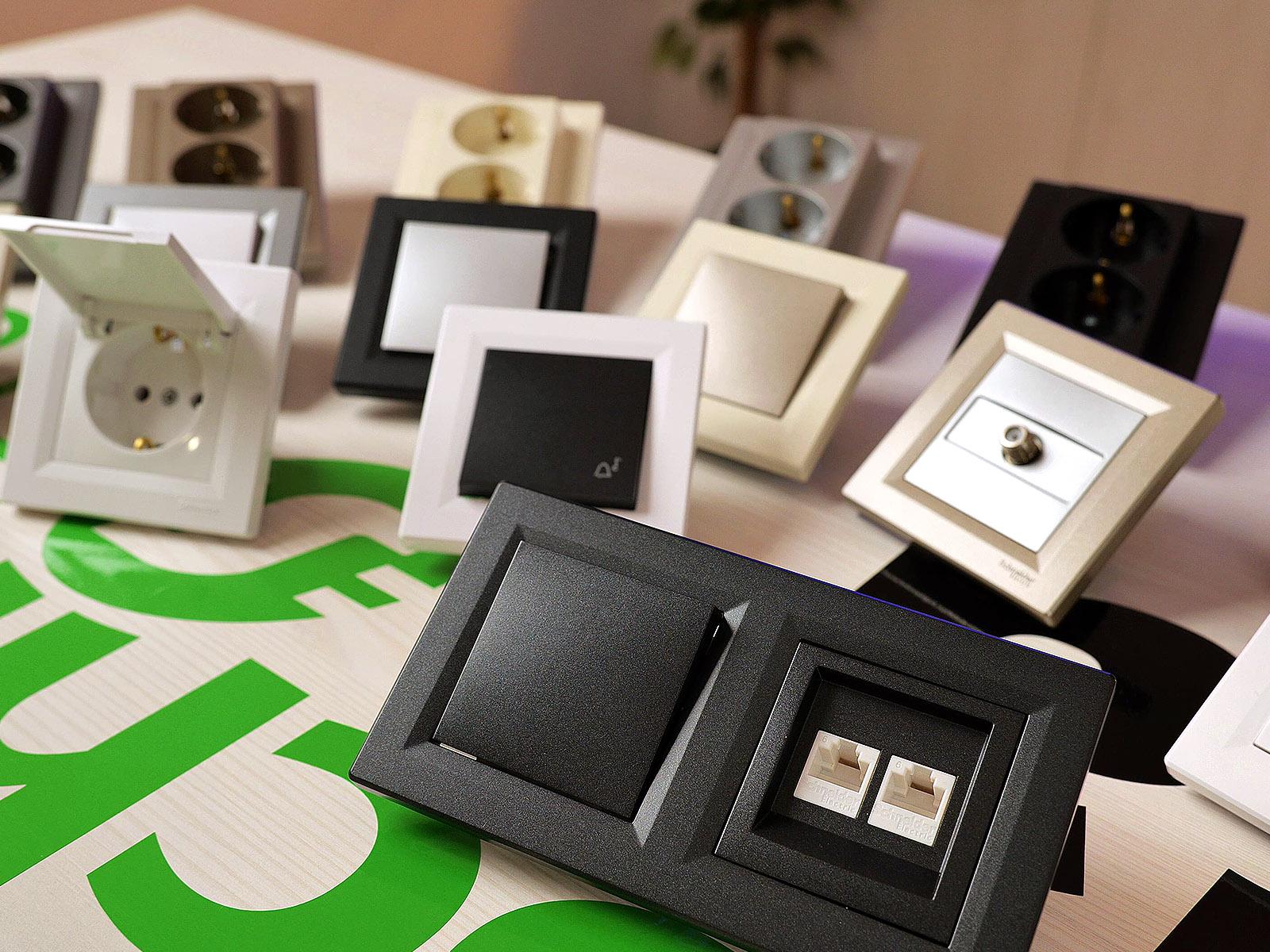 Igény szerint variálhatjuk a különböző Asfora színeket: bronz+alu, fekete+fehér - kinek hogyan tetszik.