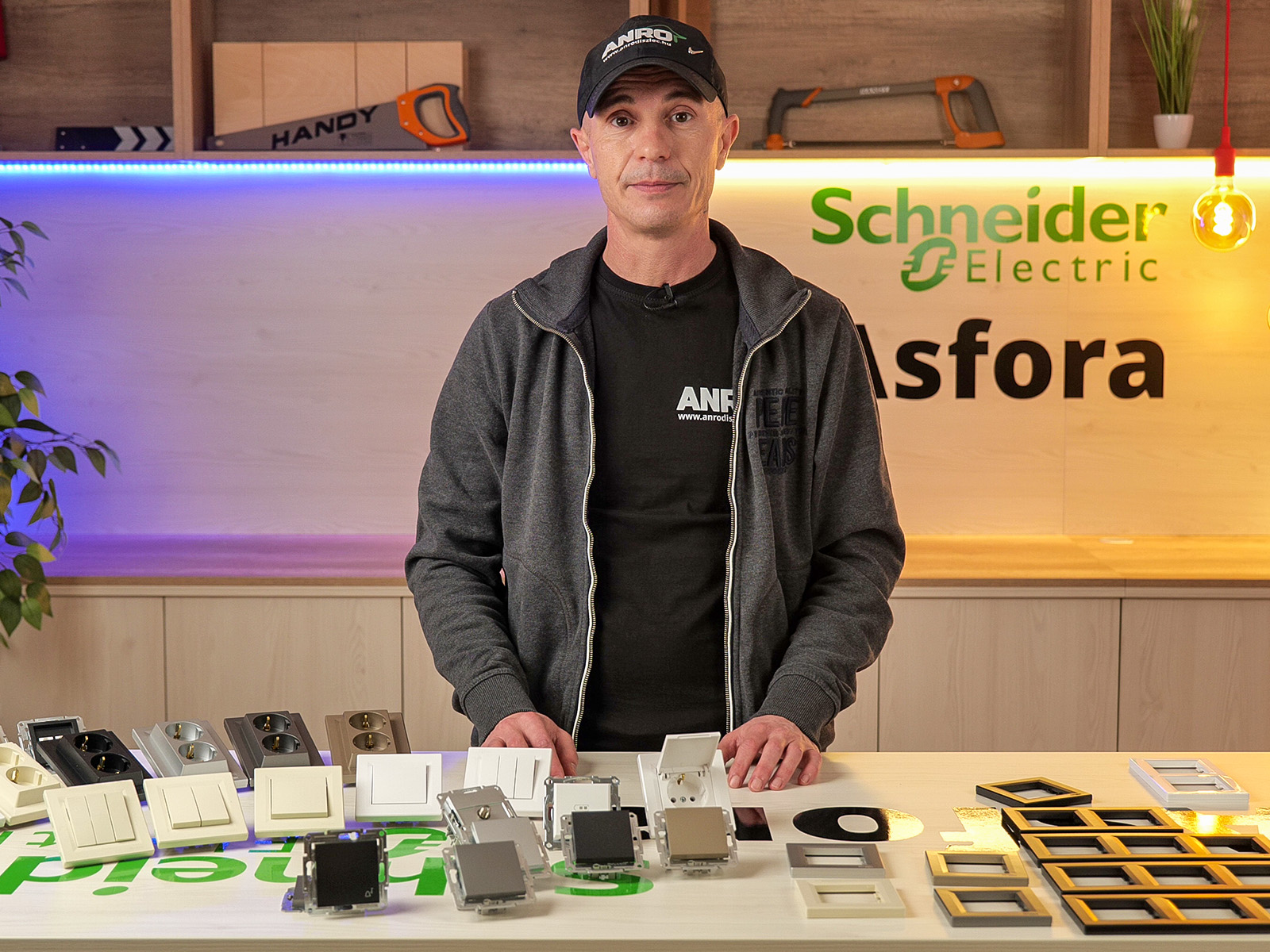 Vásárolja meg az Asfora kapcsolókat és konnektorokat az ANRO Webáruházban!