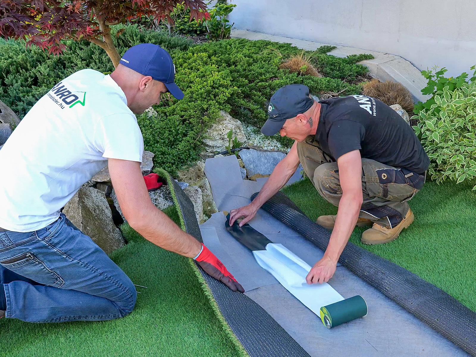 Két műfű szőnyeg összetoldásához legjobb választás az öntapadós illesztőszalag.