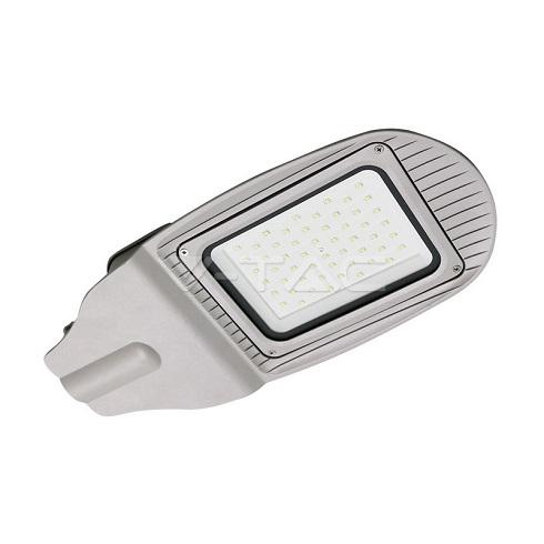 Utcai LED lámpa (50W/100°) hideg fehér, fényérzékelővel (automata működés)