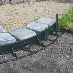 - Border 45mm ágyásszegély szett: polipropilén gyepszegély (8x1 méter) + leszúrótüske (16 db)