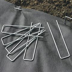 Talajtakaró rögzítéséhez leszúrható fémkapocs (10 darab)