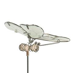 Lucily Pillangó fém kerti dísz, földbe szúrható, foszforeszkáló, gyanta színű testtel, kicsi